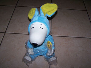RARE Dancing and Singing Snoopy in Bunny Outfit Tune of Rockin' Robin