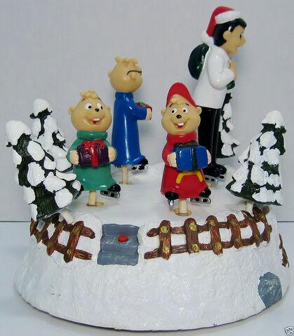 File:Gemmy skating alvin and the chipmunks musical christmas decoration 1998 6.jpg