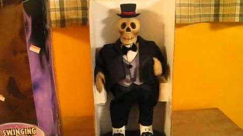 Gemmy - Hip Swinging Skeleton (Video)