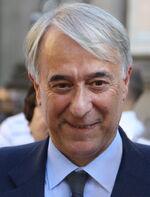Giuliano Pisapia in Piazza Scala a Milano, 27 giugno 2012