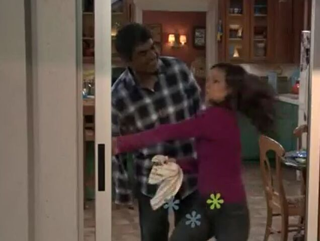 File:Ep 5x14 - George and Angie catch Max kissing.jpg