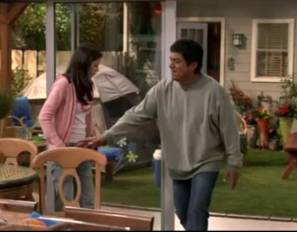 File:Ep 4x15 - George finally comes into the house.jpg