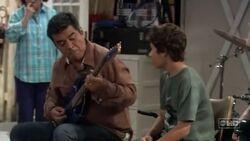 Ep 6x13 - George teaches Max some guitar licks