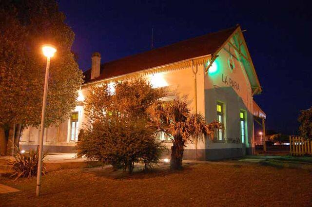 Archivo:Museo Histórico Municipal de La Para de noche.jpg