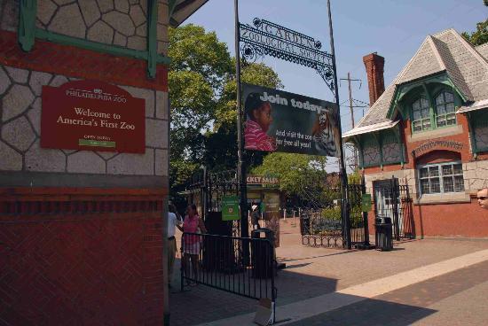 File:Zoo main-entrance.jpg