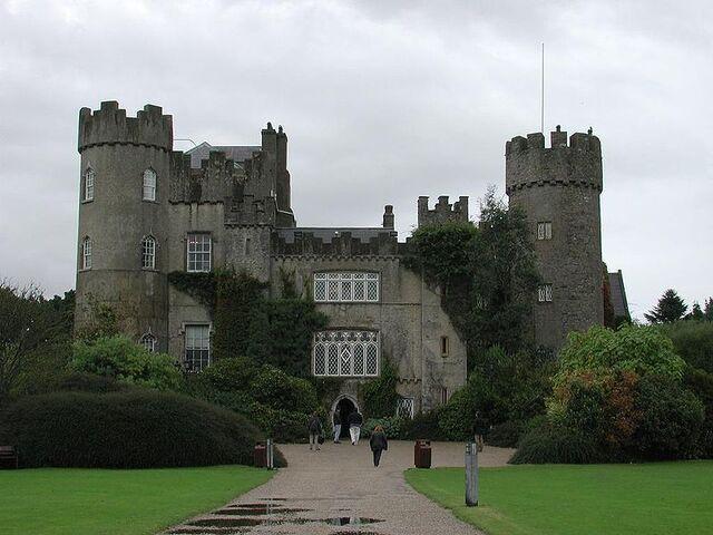 File:Malahide Castle.jpg