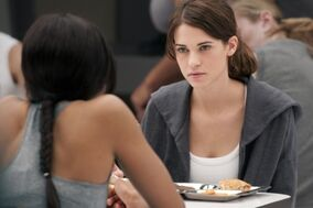 Lyndsy-Fonseca-as-Alex-in-Pilot-nikita-15193190-640-425