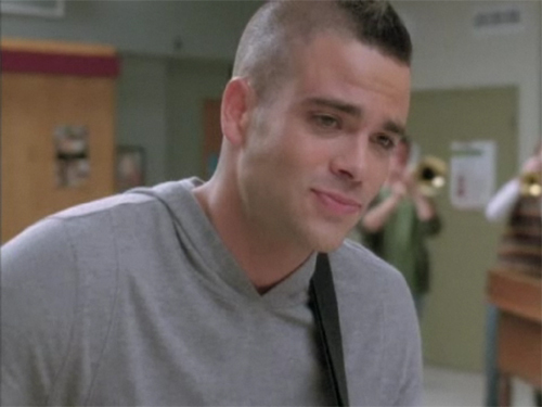 File:Puck-Sweet-Caroline-glee-8679659-500-375.jpg