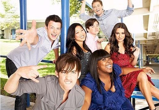 Datei:Glee-Cast-glee-9252638-515-357.jpg