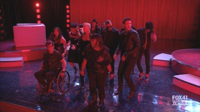 File:Glee214 433.jpg