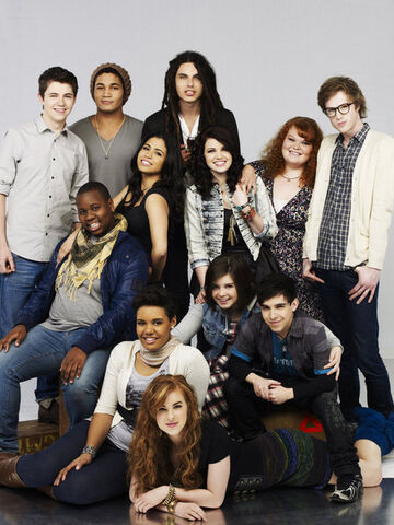 File:THE-GLEE-PROJECT-Oxygen-Cast-10 large.jpg