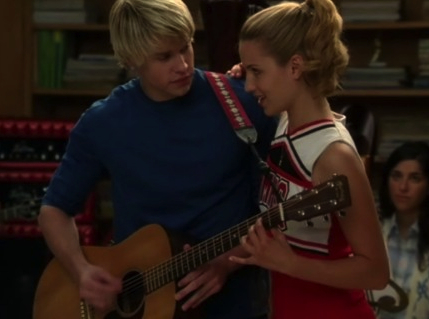 File:Glee-duets-santana-and-mercedes.jpg