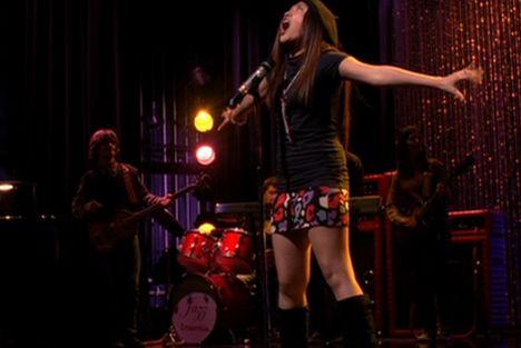 File:Glee1-sunshine-listen-hands.jpg
