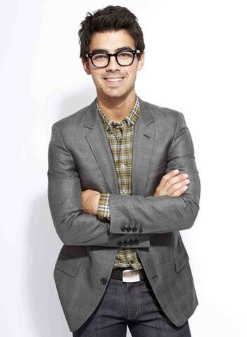 File:Joe-jonas-glasses.jpg