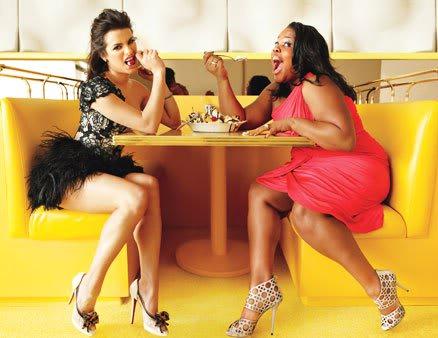 File:Glee-rachel-and-mercedes-diva-off.jpg