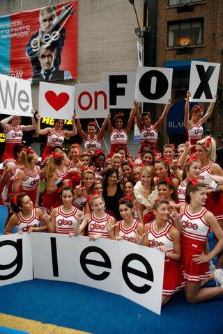 File:Glee Cheerleaders Exclusive 0a48.jpg