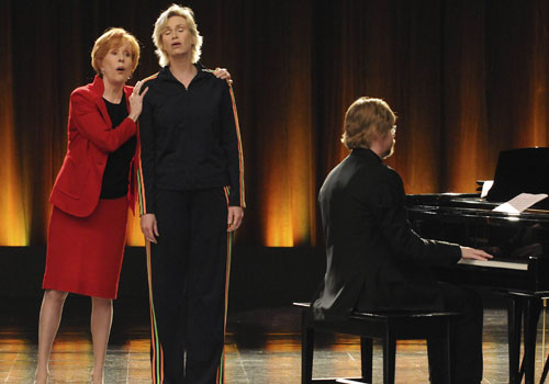 File:Glee-carol-burnett-jane-lynch-500.jpg