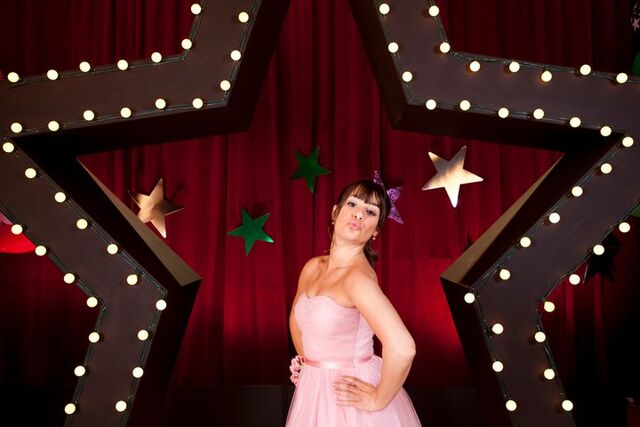 File:Star photoshoot glee blow kiss lea michele rachel berry prom queen episode cute pink dress.jpeg