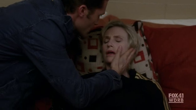File:Sue-pretends-to-be-dead.png