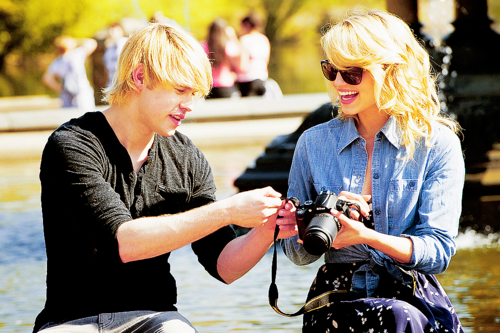File:Dianna-Chord-in-NYC-sam-and-quinn-21621029-500-333.png