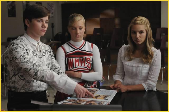 File:Glee-1x12-Kurt-Hummel-Quinn-Fabray-Promo-03 mid.jpg