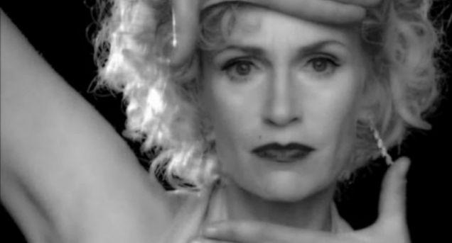 Файл:Sue Sylvester Vogue.jpg