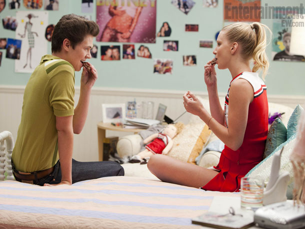 File:Glee-Heather-Morris-Gold 610.jpeg