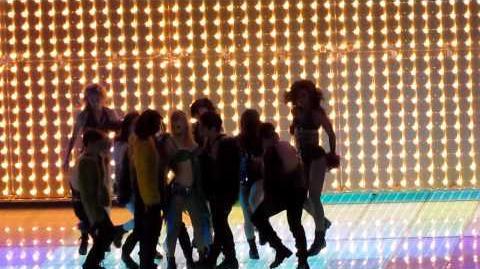 I'm a Slave 4 U Glee Live 2011