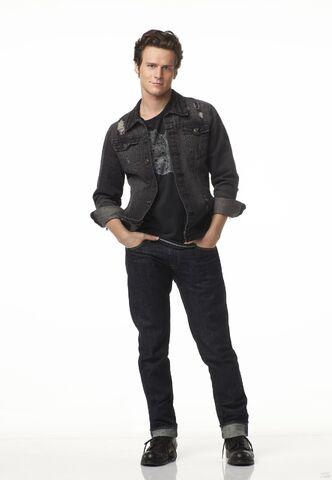 File:Promo-Jesse-St-James-Glee-jonathan-groff-12402852-1772-2560.jpg
