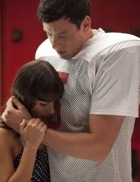 File:Finn and rachel hugging.jpg