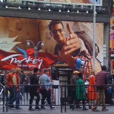 File:Glee gang in nyc 1.jpg