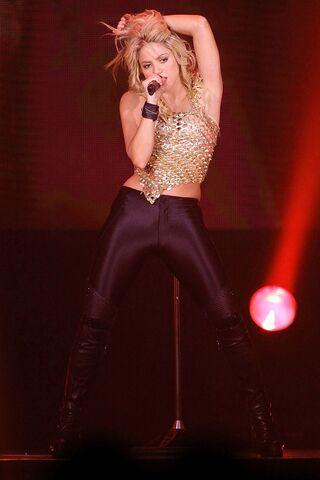 File:Shakira GL 21dec10 pa 592x888.jpg