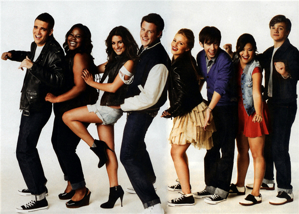File:Glee-Cast-glee-9252428-600-429.jpeg
