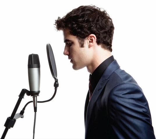 File:Darren crisssinging.jpg