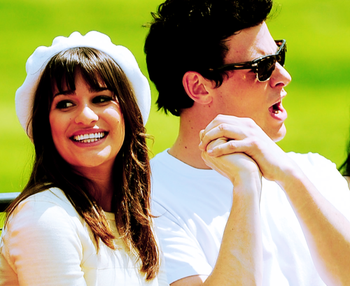 File:Monchele hands.png