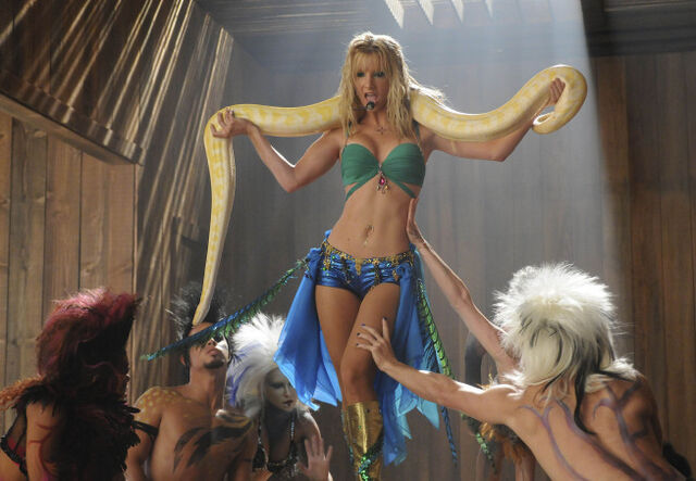 File:GLEE-BritneyBrittany.jpg