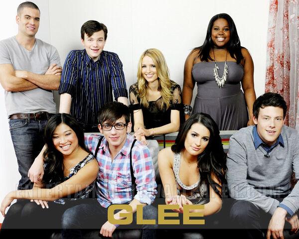 File:Glee-Cast-Wallpaper-glee2.jpg