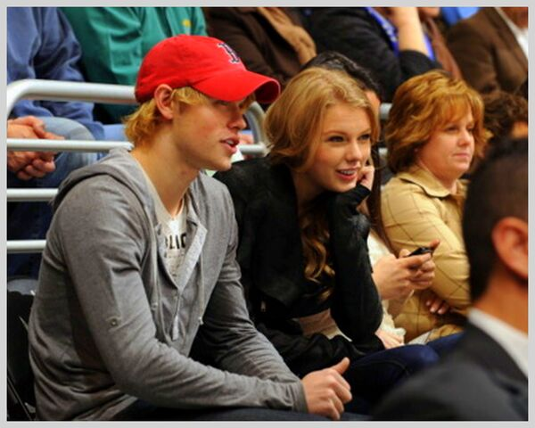 File:Chord overstreet and taylor swift (3).jpg