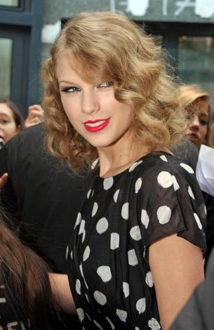 File:Taylor+Swift+beautiful.png