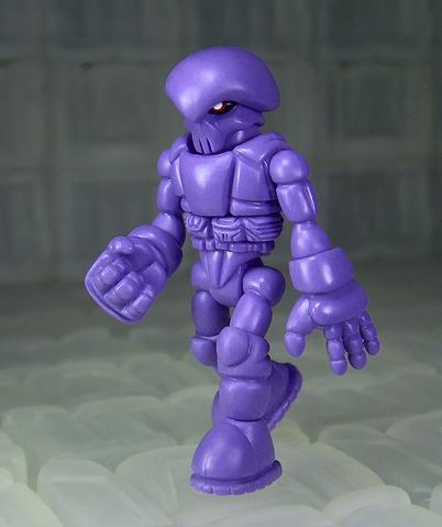 File:Oktober-toys-skeleton-warriors-onell-design-traveler-skeleden-luminaire-edition-02.png