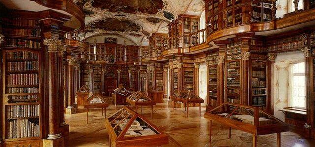 File:Library of katarina's palace.jpg