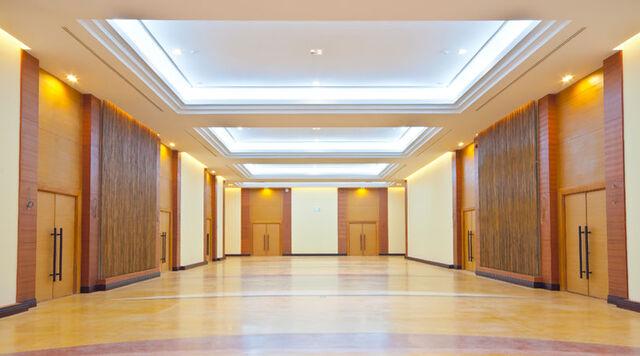 File:Functional hall katarina's palace.jpg