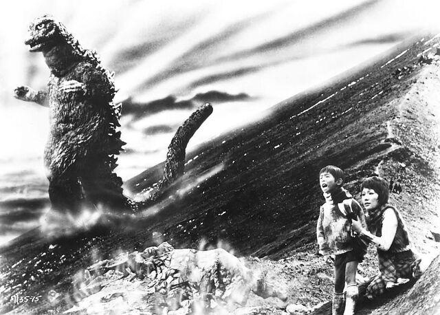 Archivo:Godzilla vs. Hedorah - Japanese Promotional Photo 1.jpg