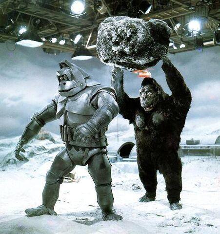 File:Behind King Kong Escapes with Mechani-Kong.jpg