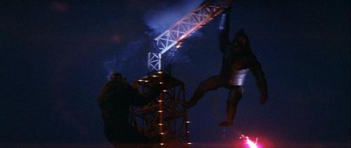 File:Mechani-Kong falls off Tokyo Tower.jpg