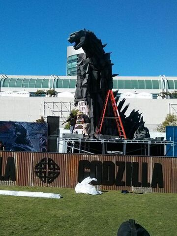 File:SDCC 2014 - Godzilla being built.jpg