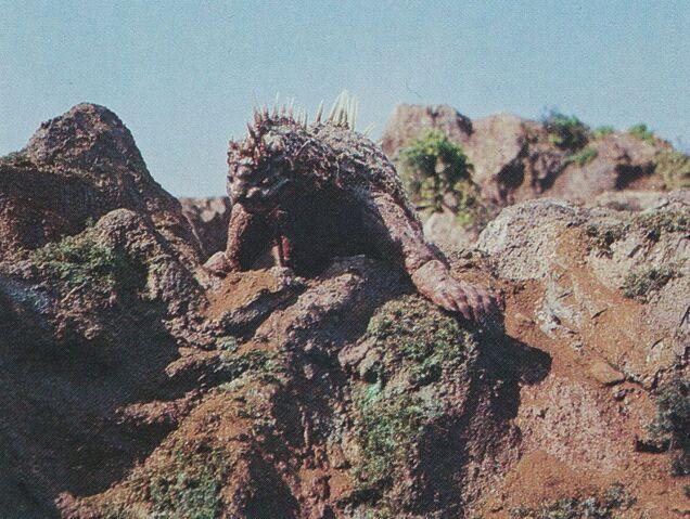 File:DAM - Varan On a Rock.jpg