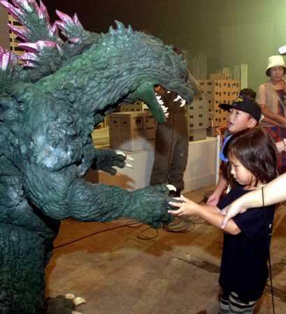 File:Behind Godzilla 2000 2.jpg