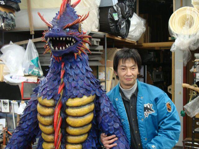 File:Toshio Miyake & Hangyolas1.jpg