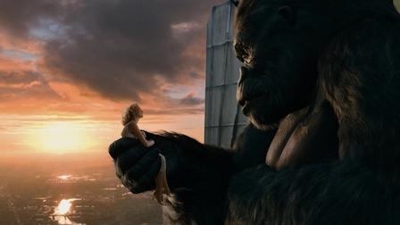 File:Kong Holding Ann.jpg
